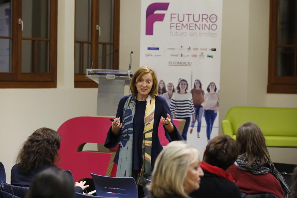 «El 54% de los estudiantes de grado en Oviedo son mujeres»