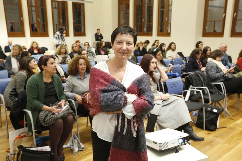 «La pobreza está feminizada, hay que promover ayudas»